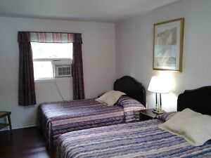SUPERIOR DELUXE ROOMS WITH KITCHENETTES AT THE COLONIAL INN Peterborough Peterborough Area image 9