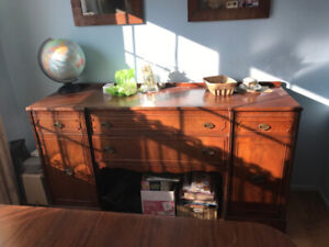MAKE AN OFFER!! BEAUTIFUL ANTIQUE SIDEBOARD & CHINA CABINET