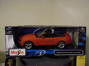 2010 RED FORD MUSTANG GT CONVERTIBLE 1:18 SCALE DIECAST