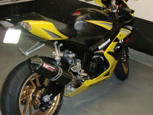 2007 GSXR 1000 all custom parts and stands included