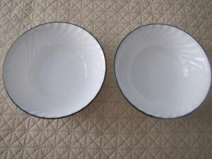 Set of 2 callaway  corningware corelle vegetable serving bowls