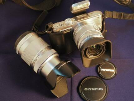 Olympus Pen Lite E-PL3 Camera Silver – like new