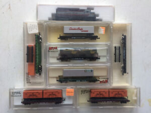 Model Train N scale  Kato EMD GP-35 and Atlas 7 Containers cars