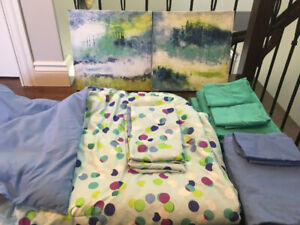 Double reversible comforter, matching sheets and pictures