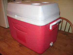 RUBBER MADE COOLER  with cup holders ON TOP .