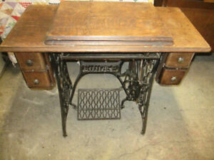 WORKING OLD SINGER SEWING MACHINE GREAT  PROJECT FOR A TABLE ETC