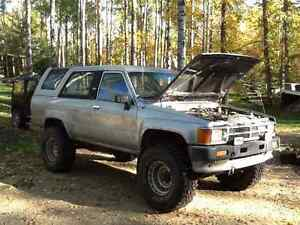 1988 Toyota 4Runner 4x4 lifted on 33s w/ 88 4x4 parts truck