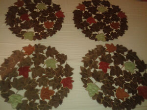 Elegant table cloth and 4 round place mats in fall colours - NEW Kitchener / Waterloo Kitchener Area image 3