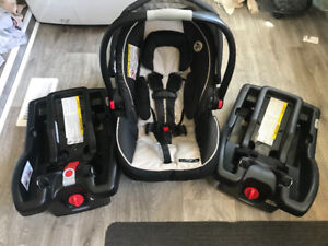 Graco Click connect snugride 35 Car seat and 2 bases