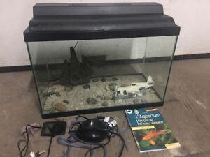 Aquarium 20 gallons avec plusieurs accessoires