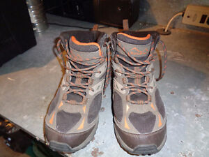 EUC Mens Wind River Hiking boots size 10