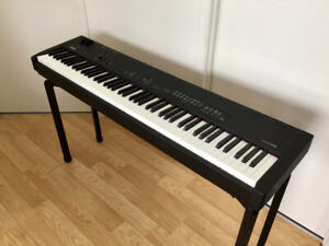 Piano de stage Yamaha CP33 ( 88 notes )