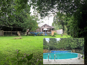 HOME ON 1 ACRE wCOTTAGE & POOL (MISSION BC)