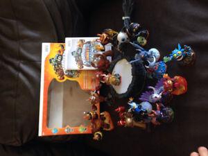 À vendre! Jeu pour la  Wii Skylanders Giants et 15 Skylanders