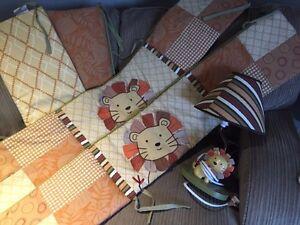 Baby crib bedding and matching lamp Windsor Region Ontario image 2