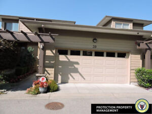 Executive 3 Bedroom Town House! Ref#3916655