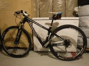 MTN BIKES TREK SUPERFLY & SCOTT 20 FULL CARBON
