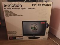 "19"" LCD HD TV/DVD Player"