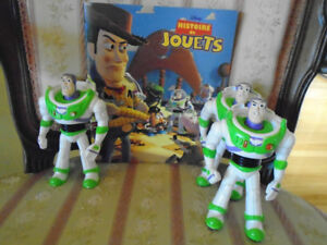 2 personnages Buzz lightyear  + sac à dos +livre toys story