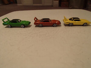 3 Hot Wheels 1970 Plymouth Superbird 1:64 scale diecast car. Loo