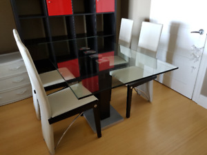 Modern dining table for sale! Almost brand new!