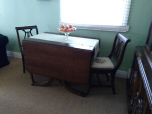Duncan Phyfe Dining Table and 4 fiddle back chairs