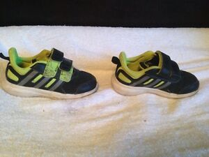 Adidas hyper fast shoes toddler size 8 Peterborough Peterborough Area image 3