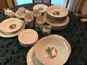 Christmas 8 piece place setting