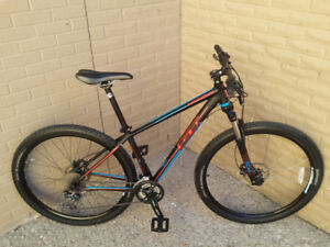 "BIKE,,GT,,MOUNTAINBIKE, 29"",HYDRAULIC BRAKES,EXCELLENT CONDITION"