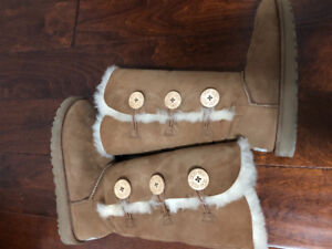 Uggs - tall three Button Wraps Boots