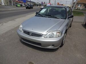 2000 Honda Civic automatique parfait condition mecanique Berline