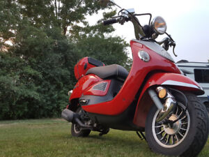 Gas engine Scooter VINNY 50 for sale $800 OBO