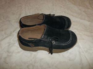 A variety of shoes (loafers, sandals, runners) Size 6-7