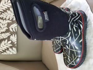 BOGS Kids Insulated Boots - Gently Used - size 5
