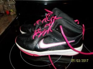 size 5youth nike sneakers