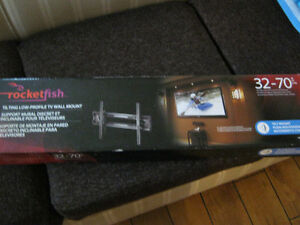 Rocketfish  tilting flat screen wall mount