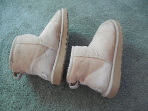 d537db8657f Used Uggs Boots Size 7 | Kijiji in Ontario. - Buy, Sell & Save with ...