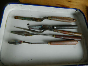 5 Pallette Knives and a Painters Butchers Tray Type Mixing Tray