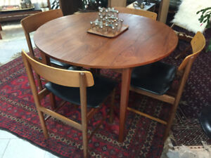 Nice Teak Dining Set  **Compact in Size