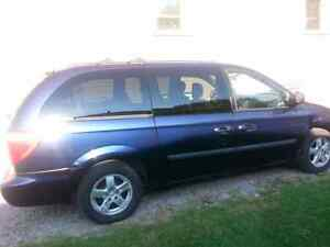 2005 Grand Caravan with stow and go