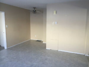 2 Bedroom , 1 Bath Pet friendly South End Apartment. Peace River