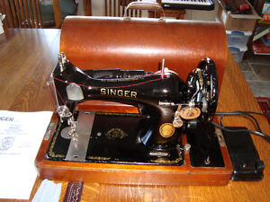 VINTAGE 1950's SINGER MODEL 128 SEWING MACHINE