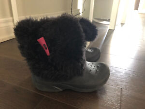 Crocs boots for girls! Size 3-5