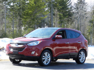 2011 Hyundai Tucson Limited AWD - Heated Leather and Sunroof