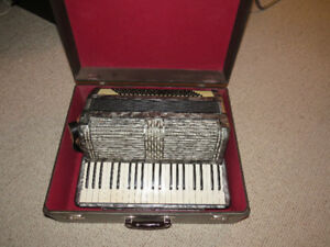 "Vintage ""Hohner"" Large Piano Accordion 41 treble 120 bass Keys 2"
