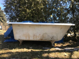 Cast Iron Claw Foot Bathtub