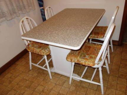 Free Vintage White Dining Kitchen table Allawah Kogarah Area Preview