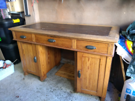 Oak / pine desk - vintage - TAKEN, AWAITING COLLECTION
