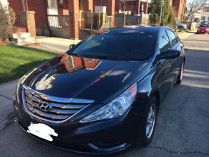 Priced to sell! 2012 HYUNDAI SONATA GLS + Back up cam