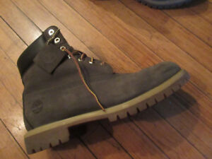 RARE All forest green Timberland Boots Size 11